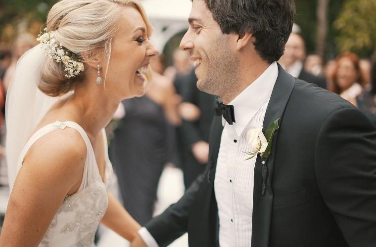 6 самых идиотских игр на свадьбе в России