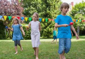 Сценарий детского праздника с играми и загадками